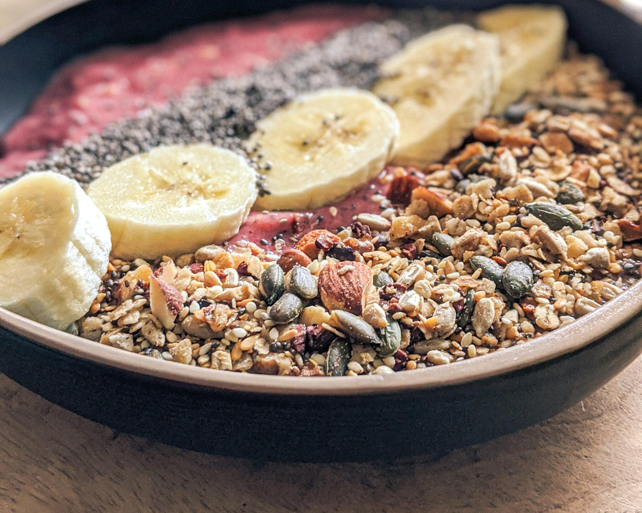 homemade granola smoothiebowl